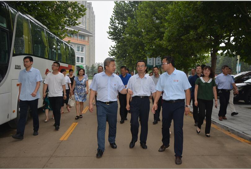 2018.7.28市卫计委领导及医养结合考察团参观颐年园